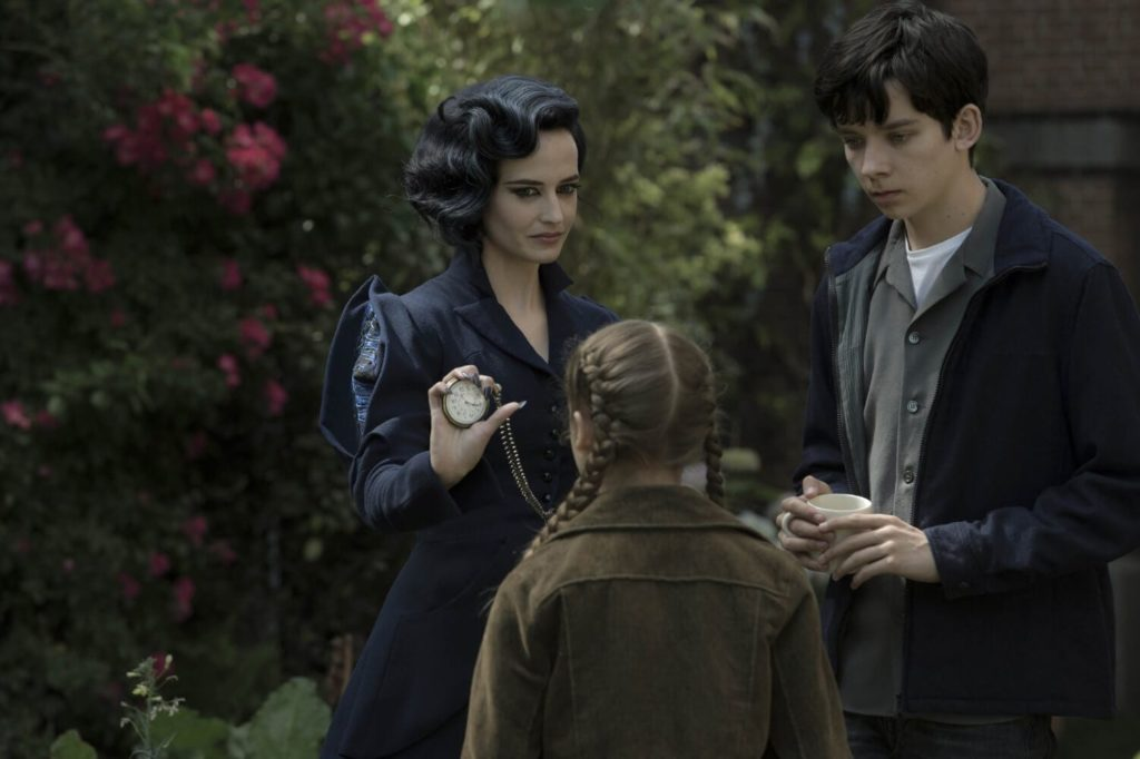 miss-peregrines-home-for-peculiar-children-3
